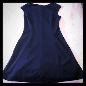 GAP Comfortable casual black dress!
